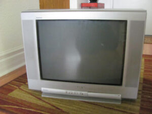 OLD STYLE TV AND VCR - FREE
