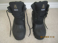 Black Size 11 Thermolite insulated Hiking boots Hardly used