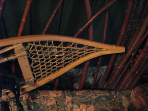 Voygeur snowshoes with bindings in perfect condition Williams Lake Cariboo Area image 5