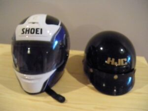 casque de moto HJC et Shoei x-small
