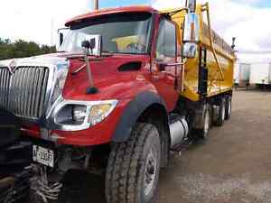 2006 INTERNATIONAL  DUMP TRUCK WITH PLOW AND SANDER