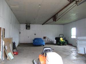 Grand garage à louer