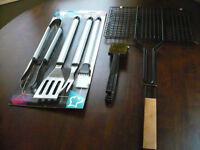 (New) - BBQ Tool set; Wire Brush + Grill Basket