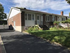 5 ½ Maison à louer à Saint Dorothee 1,800$ ★