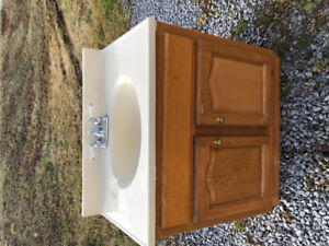 Well used bathroom vanity 31x20x35 Would like picked up ASAP