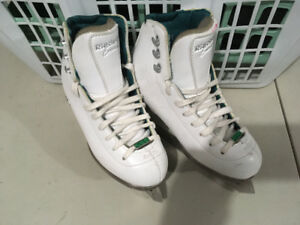 Riedell (Emerald) Girls Skates (Size 1) For Sale