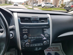 2014 Nissan Altima 2.5SV, sunroof, rear view camera, Bluetooth