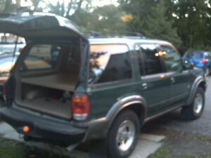 2000 EXPLORER XLT 4X4 Drives like new   156000 KM    $4300