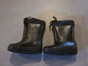 Toddler winter boots – size 8
