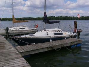 Sailboat : CS-22 swwing keel.