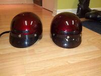Deux casques de moto
