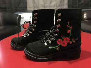 Bottes neuf - New embroidered Boots