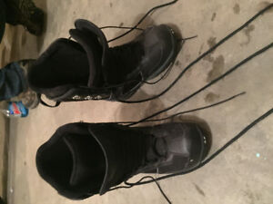 51 50 SNOWBOARD BOOTS 9.5