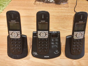 Set of 3 cordless Philips phones with ATM
