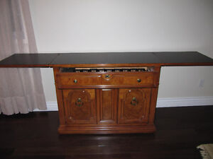 Thomas Ville Wood dining room set.   Moving must sell West Island Greater Montréal image 4