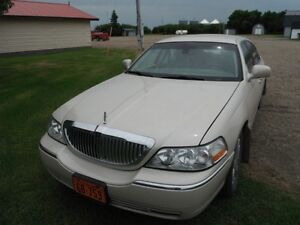 2003 Lincoln Town Car Cartier L Sedan