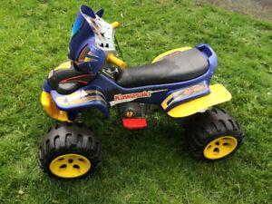 véhicule 4 roues pour jeunes enfants