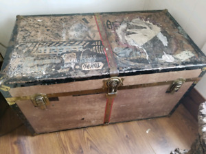 Vintage Solid Trunk