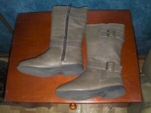 Boots size 13