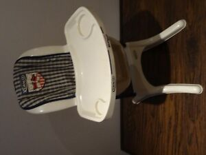 Lot of 4 -High Chair Graco), Stoller, Car Seat, Crib (all toys) West Island Greater Montréal image 4