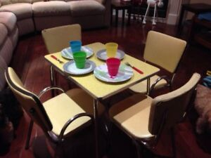 VINTAGE CHILD SIZED TABLE AND CHAIRS SET
