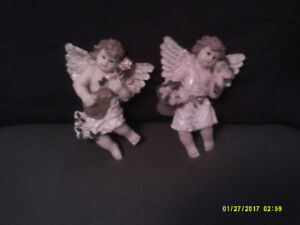 2 Classical-styled Angel wall hangings