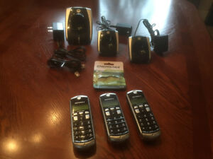 MOTOROLA  CORDLESS  HOME PHONES 3 HANDSETS