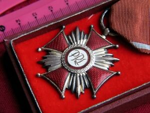 Poland Silver Cross of Merit with BOX Communism People&#039;s Republic Cold War era - <span itemprop=availableAtOrFrom> Warsaw, Polska</span> - Poland Silver Cross of Merit with BOX Communism People&#039;s Republic Cold War era -  Warsaw, Polska