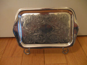 """COMPACT VINTAGE """"WR CANADA"""" .DESIGNED SILVER PLATED TRAY"""