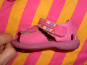 Good Quality Girl's Sandals (Mimi) - size 19 (approx size 3.5-4) Kitchener / Waterloo Kitchener Area image 3