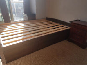 Prepac Storage Bed with drawers queen + 2 nightstands -used-159$