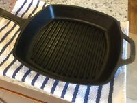 10 1/4 inches lodge cast iron square grill pan