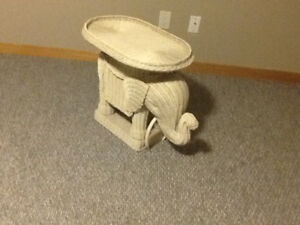 WICKER ELEPHANT WITH REMOVAL TRAY