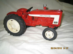 INTERNATIONAL TRACTOR MODEL 606 (BOB DEYEN)
