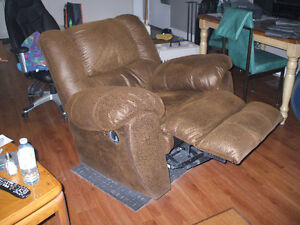 Rocker/ Recliner by Ashley....check out all my for sale ad's Cambridge Kitchener Area image 4