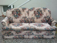 Vintage Floral Pattern Pullout Couch / Love seat