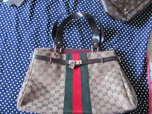 ****sac a mains  neuf a vendre pour femme( Gucci)