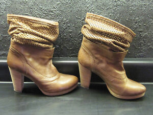 BRAND NEW REAL LEATHER & SUEDE with REAL WOOD HEELS BOOTS Oakville / Halton Region Toronto (GTA) image 3