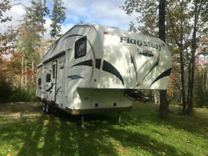 28.5 BH Flagstaff Classic Superlite 5th Wheel