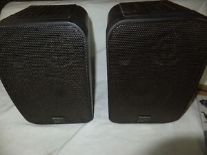Pair of Recoton Wireless Bookshelf speakers