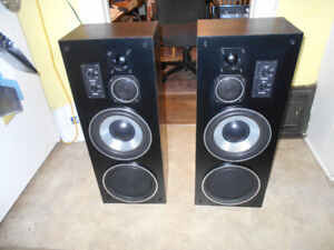 3 Way Floor standing Stereo Speakers.  AWESOME SOUND!