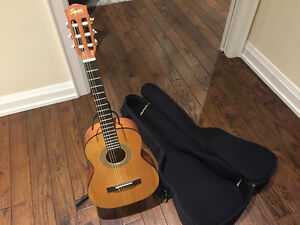 Acoustic Guitar Squier by Fender with Accesories