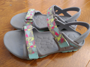 Girls Merrell sandals size 5