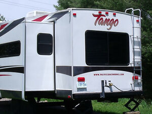 31 1/2 foot Tango 5TH wheel trailer