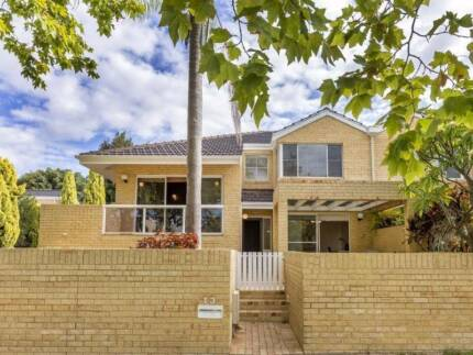 Amazing 3 story Townhouse in Applecross