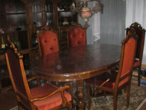 Oak Dining room table with 6 chairs.