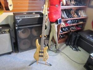FULLERTON YAGC6789 Solid Body Bass Guitar With Hard Shell Case