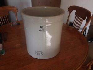 5 GALLON MEDALTA CROCK