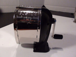 ANCIEN AIGUISE CRAYON NOIR BOSTON METAL SHARPENER 70's