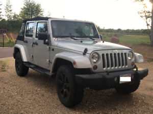 Jeep Wrangler Sahara Unlimited - Low Mileage - both tops